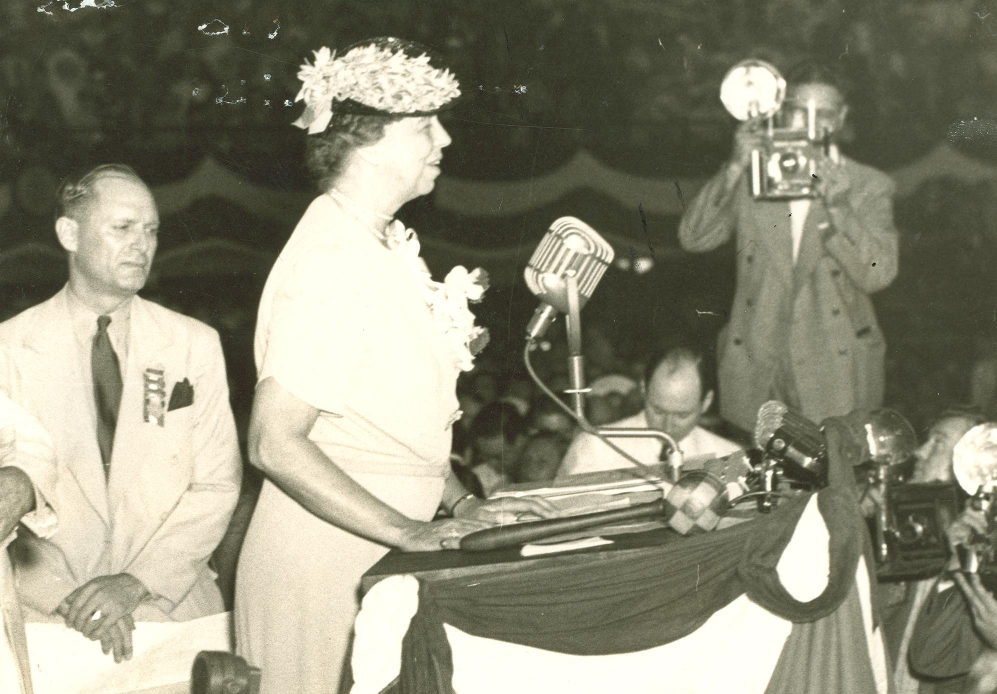 Eleanor_Roosevelt_addresses_Democratic_National_Convention,_Chicago,_Illinois._July_18,_1940